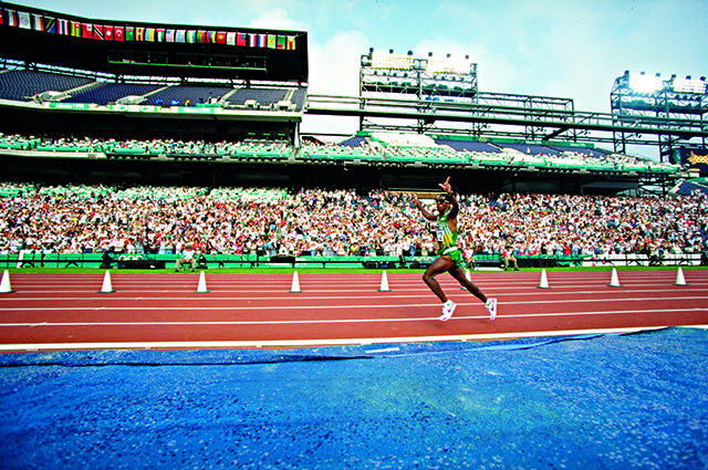 4 Aug 1996: Josia Thugwane of South Africa celebrates as he enters the stadium during the men's marathon at the Centennial Olympic Games in Atlanta, Georgia. Thugwane won gold. Mandatory Credit: Mike Powell /Allsport