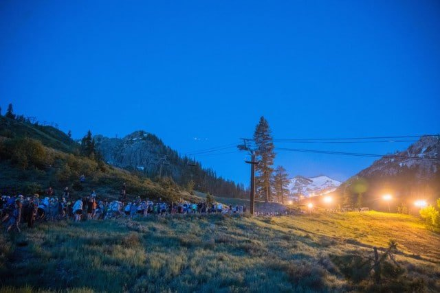 Runners starting the Western States 100 © Corinna Halloran