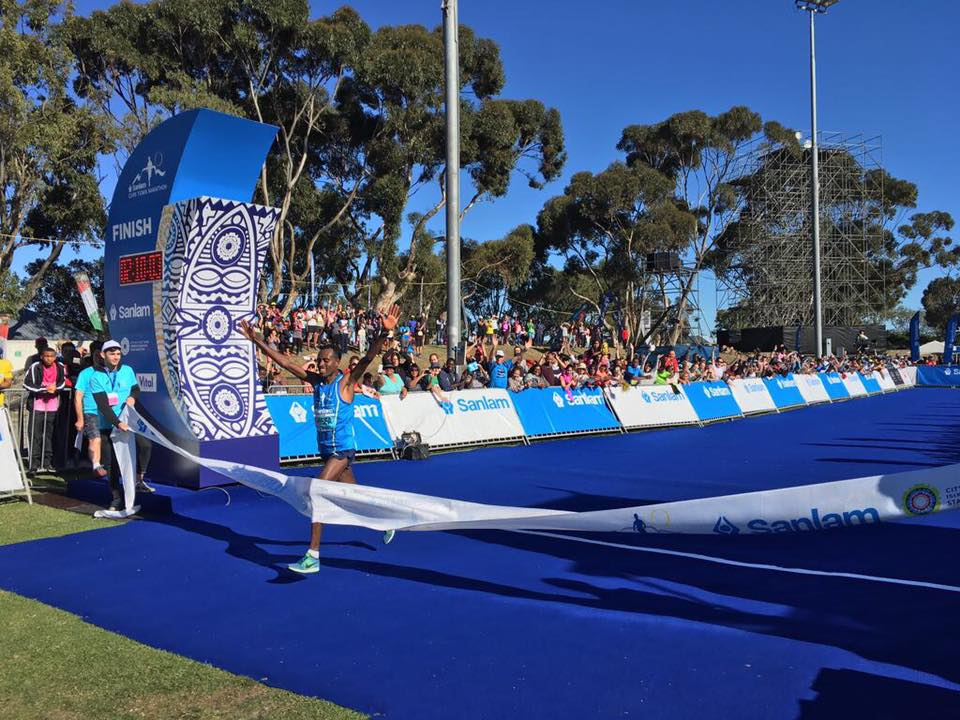 Asefa Negewo (Ethiopia) winning the Sanlam Cape Town Marathon in 2:10.01. Image from CT Marathon Facebook Page.